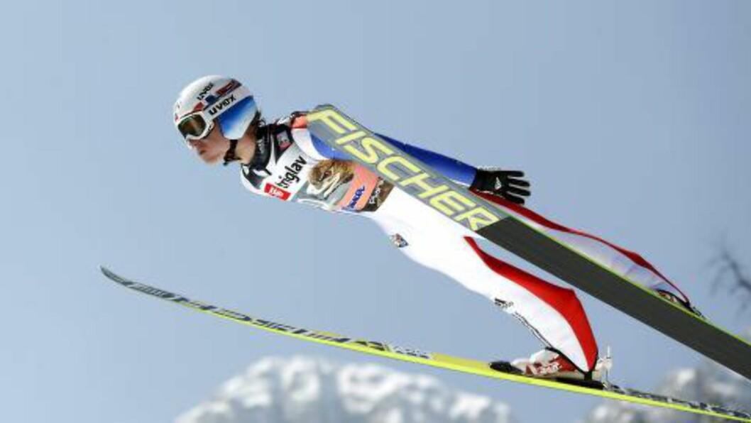 <strong>NY TOPPLASSERING:</strong> Rune Velta har hoppet godt også etter VM i Falun. Fredag ble det sjetteplass. Foto: EPA/ANTONIO BAT