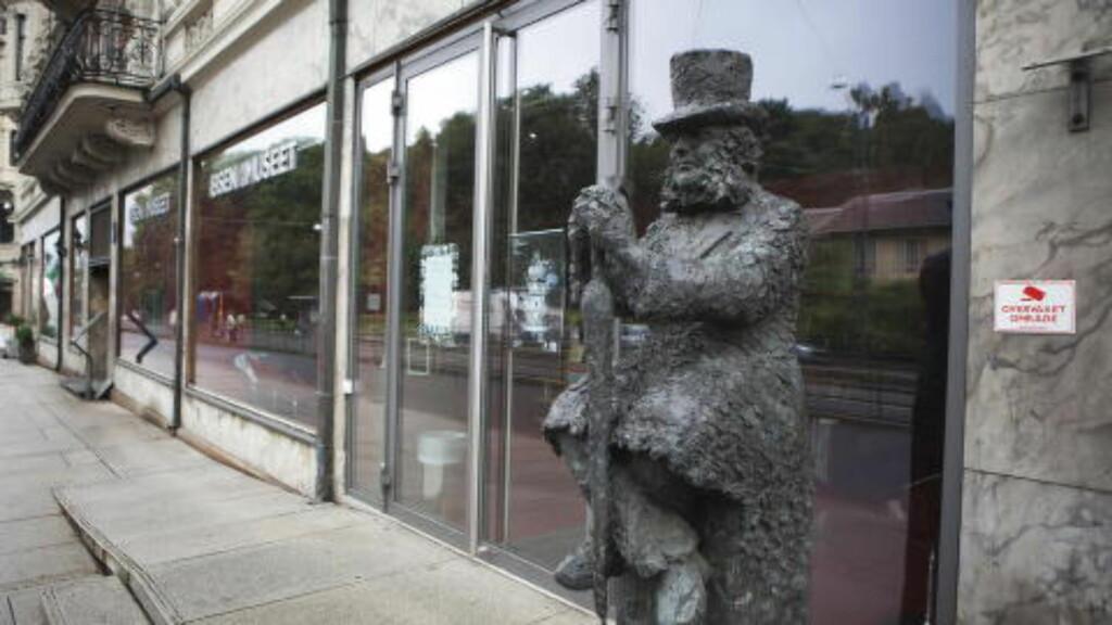IBSENS BOLIG: Henrik Ibsen gikk fra arbeidsværelset sitt i Arbins gate 1 og ned til Grand Café hver dag klokka halv tolv. Nå er Ibsens bolig museum. Foto: Anders Grønneberg/ Dagbladet