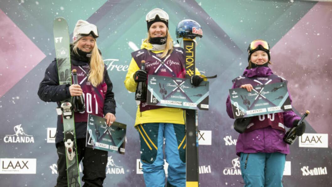 <strong>TO AV TRE:</strong> Tiril Sjåstad Christiansen gikk lørdag  til topps i European Freeski Open. Johanne Killi (t.h.) ble nummer to. Foto: Norges Skiforbund / NTB scanpix