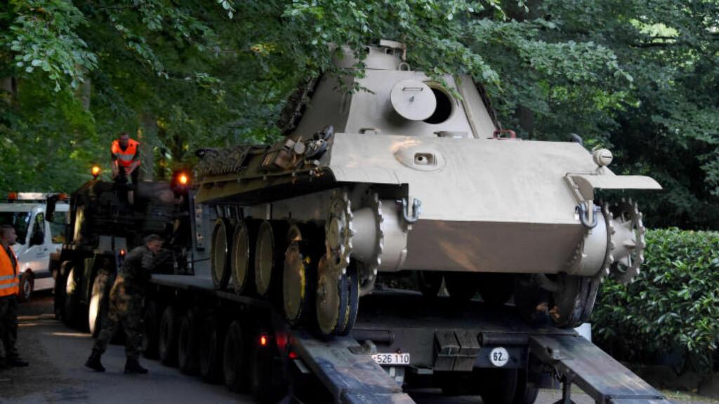 UTEN BELTER:  Denne stridsvogna fra 2. verdenskrig befant seg i en underjordisk garasje hos en tysk pensjonist. Foto: CARSTEN REHDER/dpa