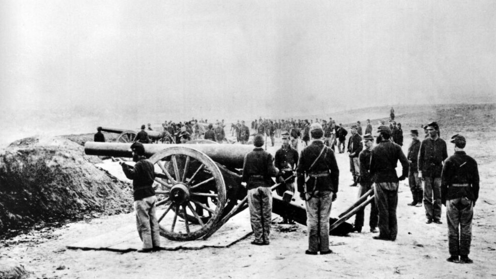 BLODIG KRIG: I forbindelse med 150-årsjubileet for den amerikanske borgerkrigen anslår nye framstillinger at om lag 750 000 mennesker mistet livet i kamp eller sykdom. Det er mer enn USA har mistet til sammen i alle de andre krigene landet har deltatt i. Bildet viser føderale tropper ved Stafford Heights ved byen Fredericksburg i 1862. Foto: AP/NTB Scanpix