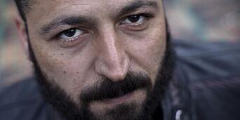 image: Khaled (38) er åpen om sin støtte til al-Qaida. Og han er slett ikke alene