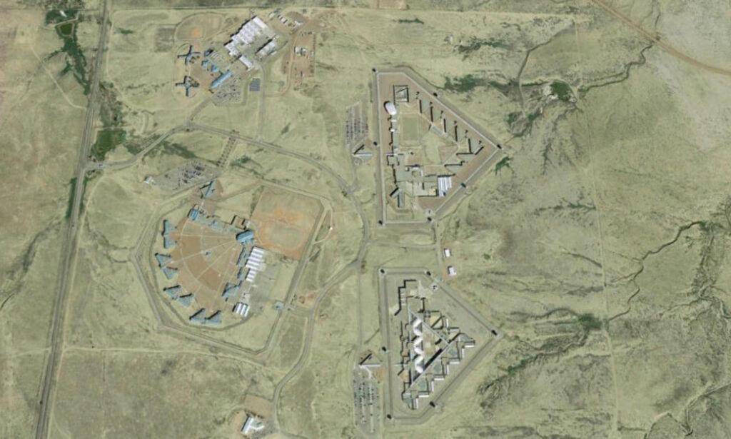 image: I årevis har livet på innsiden av murene i USAs sikreste fengsel vært et mysterium. Nå avsløres grusomhetene