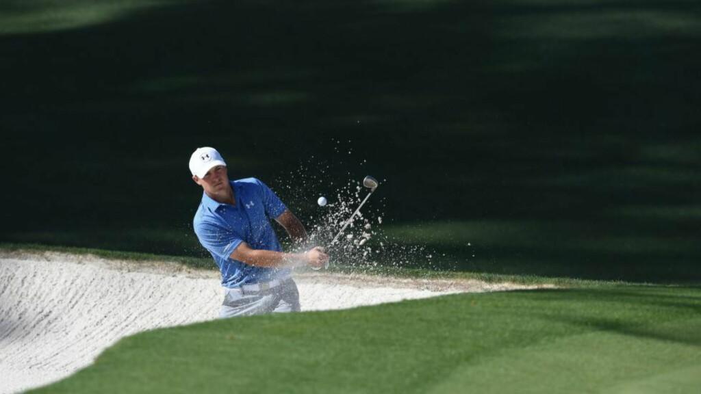 STOR LEDELSE: 21-åringen Jordan Spieth ser ut til å vinne årets US Masters i golf, men jages hardt av sultne favoritter. Foto: AFP PHOTO/DON EMMERT
