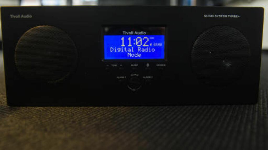 FM-NETTET STENGER I 2017:  Fra da må radioen radioen din ha DAB-teknologi, som denne fra produsenten Tivoli. Foto: Tore Meek, NTB Scanpix.