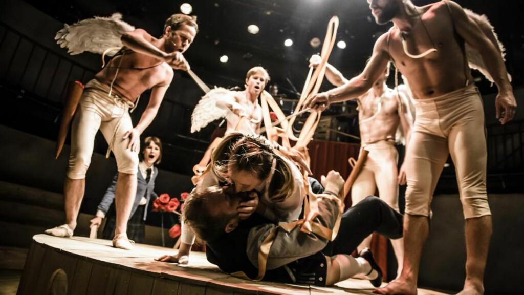 PATOS + PATOS: «Dido + Aeneas» lar alvoret i tenåringens første forelskelse møte skjebnesvanger operamytologi. Foto: Gisle Bjørneby, Nationaltheatret