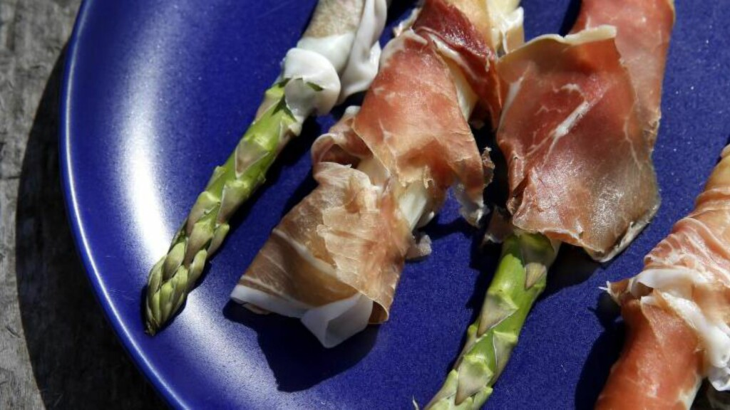 SKINKEVENN: Asparges i alle varianter liker skinke. Foto: METTE RANDEM
