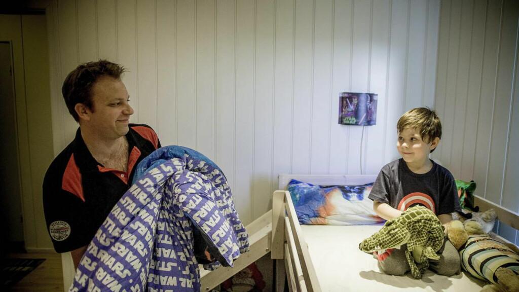 HAR HVERANDRE: Peter og Sander Seeberg bor i huset på Fetsund som Peter og Yvonne bestemte seg for å kjøpe da de skjønte at de ventet barn. Foto: Bjørn Langsem