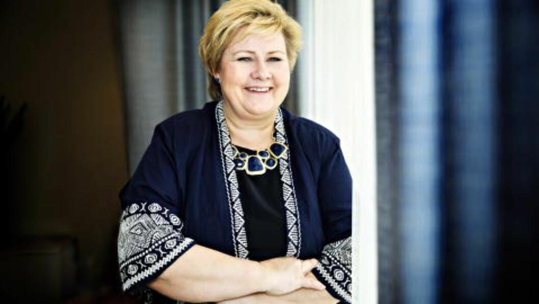 <strong>I DIALOG:</strong> Statsminister Erna Solberg har 148 000 følgere på Twitter og 115 000 på Facebook. Hun skriver oppdateringene sine selv. Foto: Nina Hansen / Dagbladet
