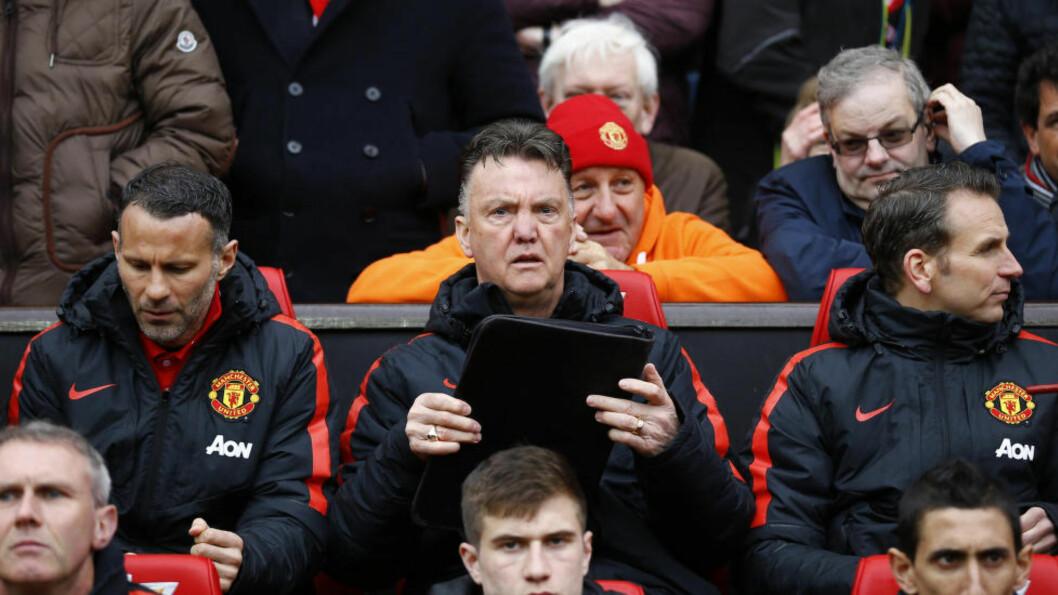 <strong>SVAK START:</strong> Manchester United-manager Louis van Gaal mener klubbens svake sesonginnledning ødela i kampen om Premier League-trofeet.  Etter ti kamper lå United på tiendeplass. Kun tre kamper var vunnet. Deretter har rødtrøyene klatret oppover tabellen med 16 seirer på 23 kamper. Foto: Reuters / Darren Staples / NTB Scanpix
