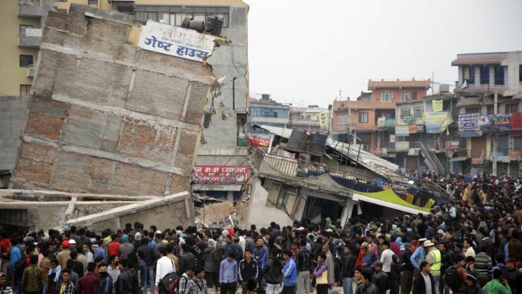NORDMENN I NEPAL: Det norske Utenriksdepartementet (UD) anslår at det befant seg rundt 300 nordmenn i Nepal da jordskjelvet rammet landet lørdag.  - Basert på våre lister og de sakene vi er varslet om, er det nå redegjort for alle nordmenn som vi er kjent med at var i landet under jordskjelvene, sier pressevakt Astrid Sehl ved UD til Dagbladet. Foto:  EPA/NARENDRA SHRESTHA
