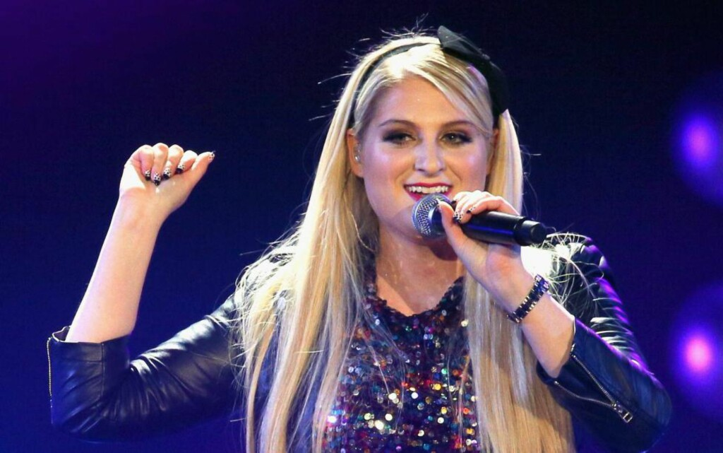 KROPPSHIT: Meghan Trainor skryter av kroppen sin på  «All about the bass».  Adam Bettcher/Getty Images for iHeartMedia/AFP