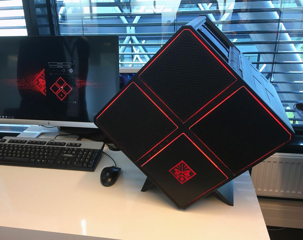 <strong><B>TAR PLASS</B>:</strong> Denne PC-en er ikke akkurat beregnet for de minste leksepultene på IKEA. Foto: BJØRN EIRIK LOFTÅS