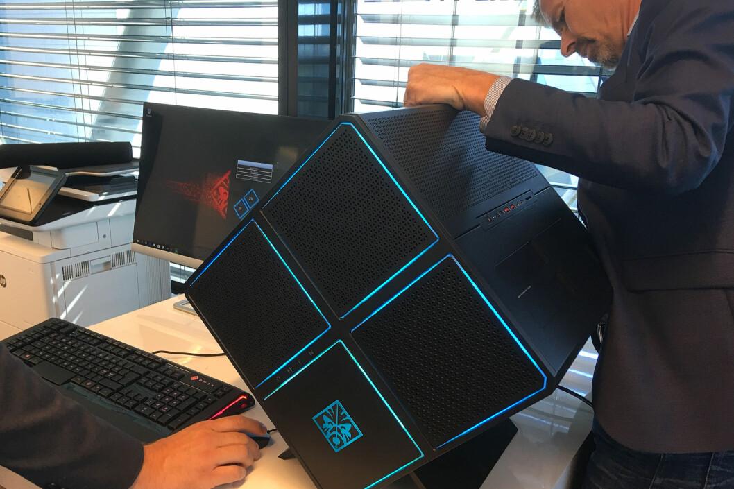 <strong><B>DEN STØRSTE NYHETEN</B>:</strong> HP har nettopp lansert en rekke nye bærbare PC-er i Stream- og Pavilion-serien, men de ble bokstavelig talt overskygget av den fysisk største nyheten, Omen X Desktop. Foto: BJØRN EIRIK LOFTÅS