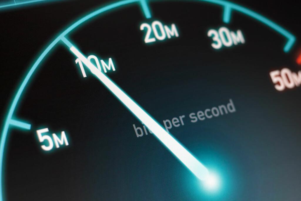 <strong>RASKT NOK?</strong> Mange betaler for mer fart enn det de får i praksis. Foto: SHUTTERSTOCK/NTB SCANPIX