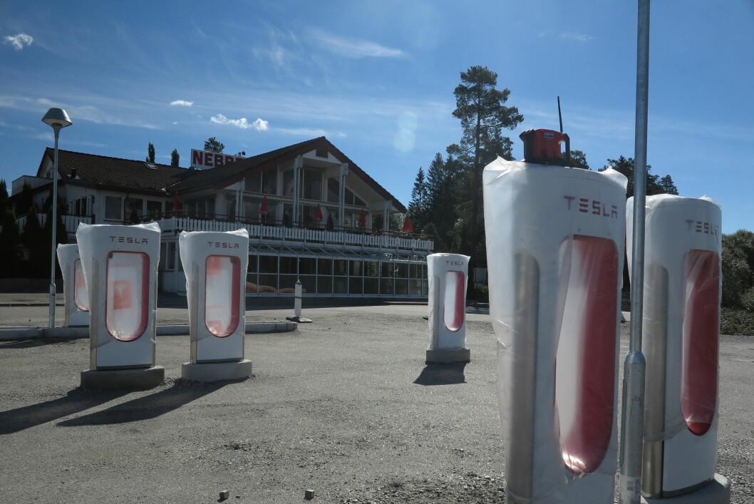 <strong><b>VERDENS STØRSTE:</strong></b> Ingen over, ingen ved siden. Ved månedskiftet agust/september åpner det som blir verdens største ladestasjon for elbiler - foreløpig.   Foto: FRED MAGNE SKILLEBÆK