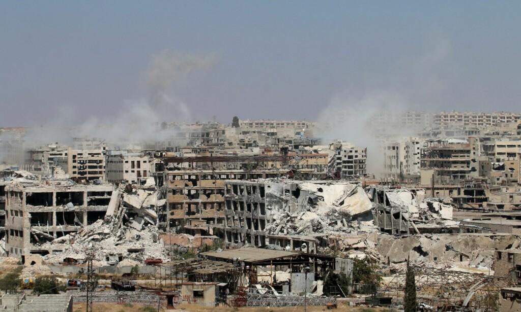 STORE ØDELEGGELSER: Det antas at rundt 250.000 mennesker befinner seg i de opprørskontrollerte områdene av den syriske storbyen. Under regimets offensiv den siste måneden har over 500 sivile blitt drept og over 2.000 såret, ifølge FN. Foto: Jawad Al Rifai / Anadolu Agency