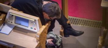 Her smugspiser Sjoko-Tine seg gjennom maratonmøte i Stortinget