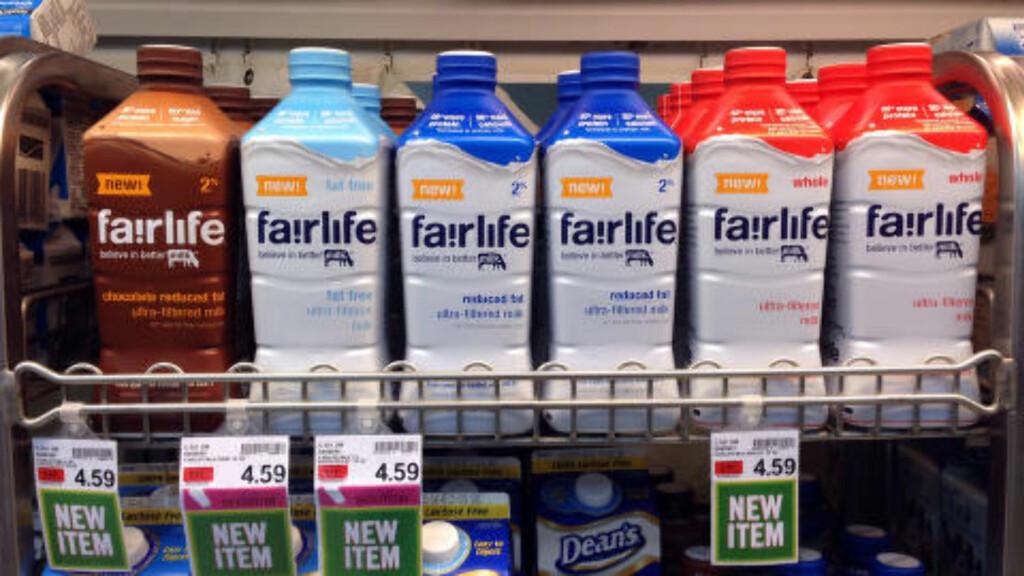 I HYLLENE: Her står melkeproduktene i hylla i en butikk i delstaten Indianapolis. Foto: AP/Michael Conroy/NTB Scanpix