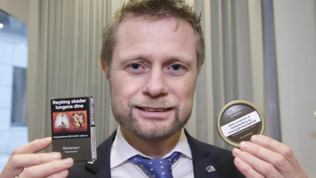 SLIK SKAL DE SE UT:  Regjeringen vil nå legge fram et nytt forslag om at alle røykpakker og snusbokser skal se slik ut. Foto: Vidar Ruud / NTB scanpix