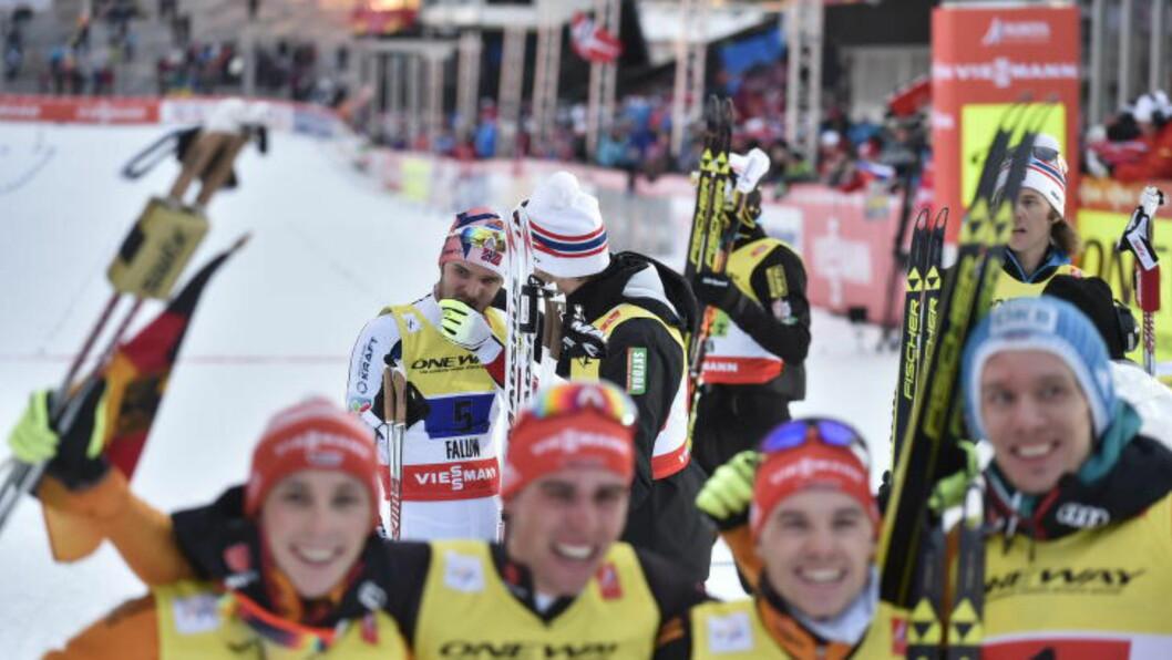<strong>SKUFFA:</strong> Jørgen Graabak (bak) var svært skuffa etter at Norge ikke klarte å slå de tyske gutta (foran) i kampen om VM-gullet i dag. Foto: Hans Arne Vedlog / Dagbladet