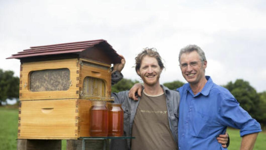 FAR OG SØNN: Det er Cedar Anderson (34) og Stu Anderson (60) som står bak den nye bikubeoppfinnelsen. Foto: Flow Hive