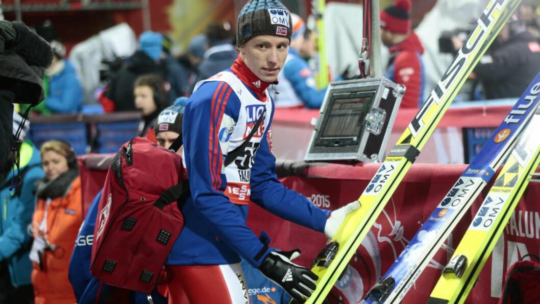 <strong>LENGST:</strong> Rune Velta var forhåndskvalifisert, men klinte likevel til med et hopp på 135 meter i kveld. Foto: Bjørn Langsem / Dagbladet