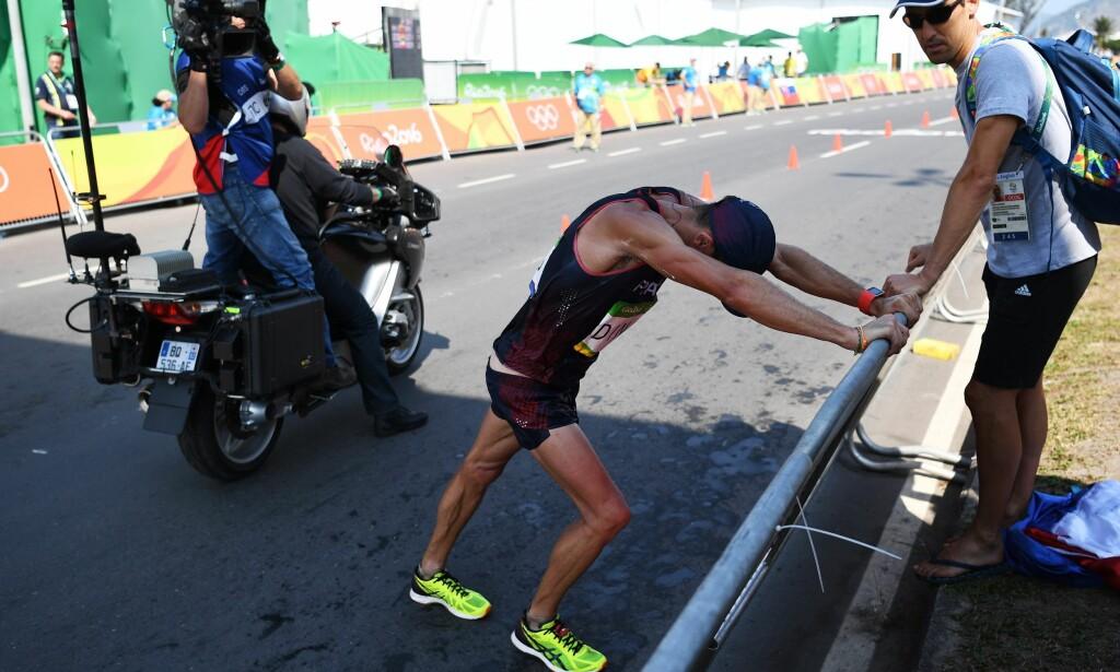 TØFF DAG: Yohann Diniz hadde ingen god dag på jobb. I løpet av kappgangkonkurransen bæsjet han på seg, kastet opp og besvimte. Foto: Bernd Thissen / EPA / NTB Scanpix