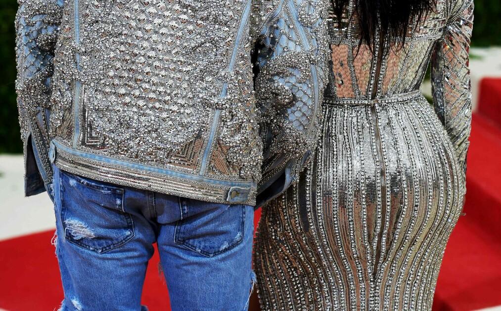 <strong>RUMPEBLØFF:</strong> Kim Kardashian, her sammen med ektemannen Kanye West, er en av de få kjendisene som innrømmer at hun har fikset på bakdelen sin. Plastikkirurg og overlege Amin Kalaaji forteller at stadig flere nordmenn ønsker å få utført rumpeplastikk, og tror kjendisrumper kan være noe av årsaken til det. Foto: NTB Scanpix