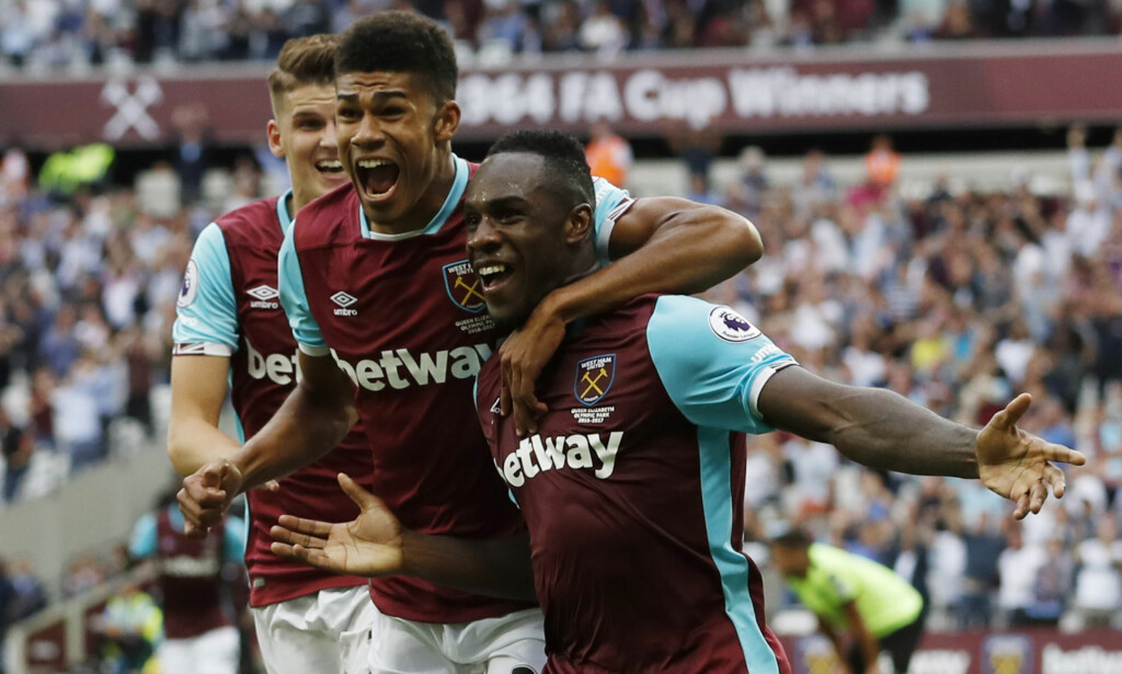 AVSLO RED BULL-TILBUD: West Ham skal i sommer ha mottatt et tilbud fra leskedrikkgiganten Red Bull, men avslo tilbudet. Her er Michail Antonio, Ashley Fletcher og Sam Byram. Foto: Reuters / Carl Recine Livepic / NTB Scanpix