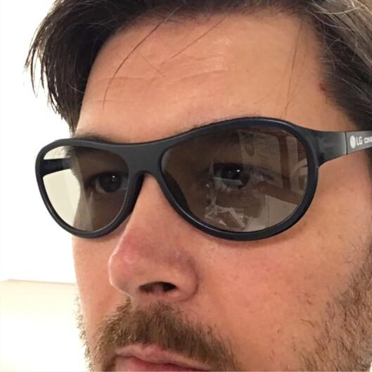 <strong><B>3D-BRILLER</B>:</strong> Det er kun LG av disse tre som har støtte for 3D-film. To passive briller følger med. Foto: BJØRN EIRIK LOFTÅS