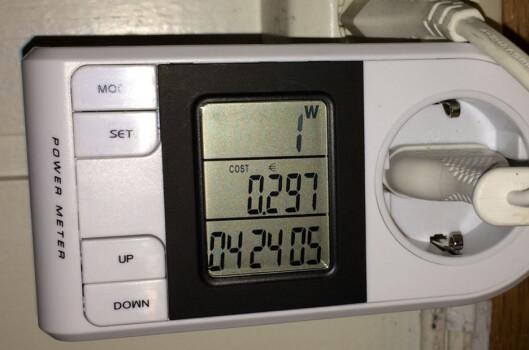 <strong><B>ENERGIMÅLER:</strong></B> Med denne måler du hvert enkelt apparat. Foto: TORE NESET