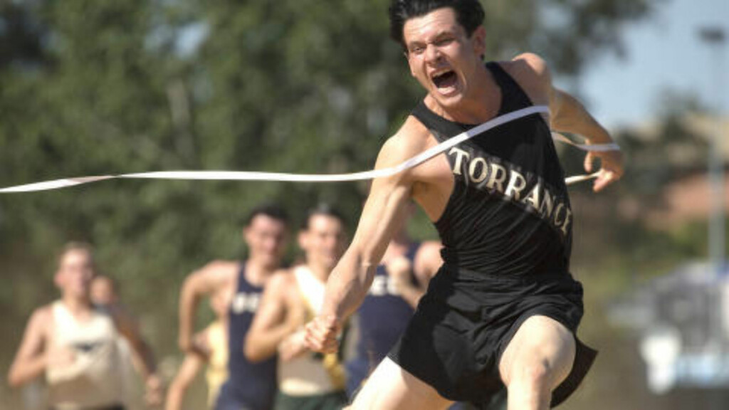 KRIGSHELT: Jack O'Connell i rollen som friidrettsutøveren  Louis Zamperini. Foto: Stella Pictures