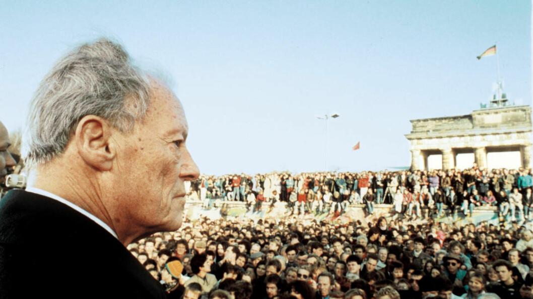 <strong>RØRT :</strong> Willt Brandt ved Brandenburger Tor for 25 år siden. Det var den største dagen i den tyske politiske gigantens liv. Foto: William Mikkelsen.