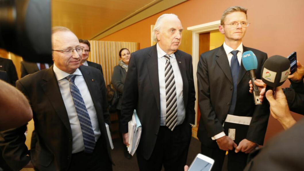 <strong>Ikke enige:</strong> Gjermund Hagesæter (FrP) (f.v.), Svein Flåtten (H) og Terje Breivik (V) leder forhandlinge for sine partier. Hans Olav Syversen leder forhandlingene for Krf. Foto: Lise Åserud / NTB scanpix