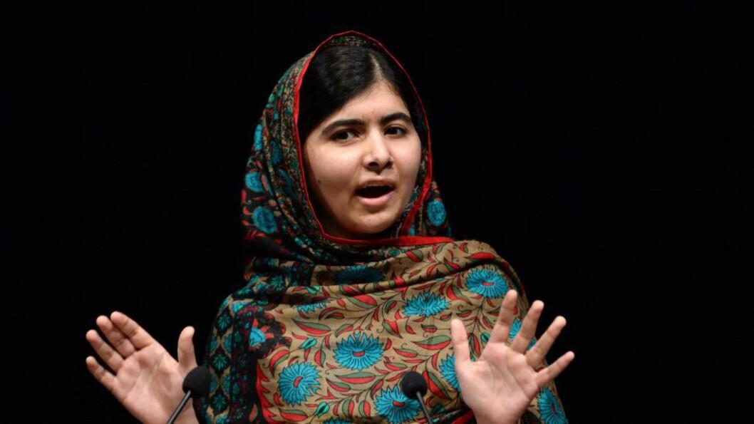 PROTEST: En sammenslutning av pakistanske skoler markerte «Jeg er ikke Malala»-dag der de fordømte Malala Yousafzais. Foto: EPA/FACUNDO ARRIZABALAGA