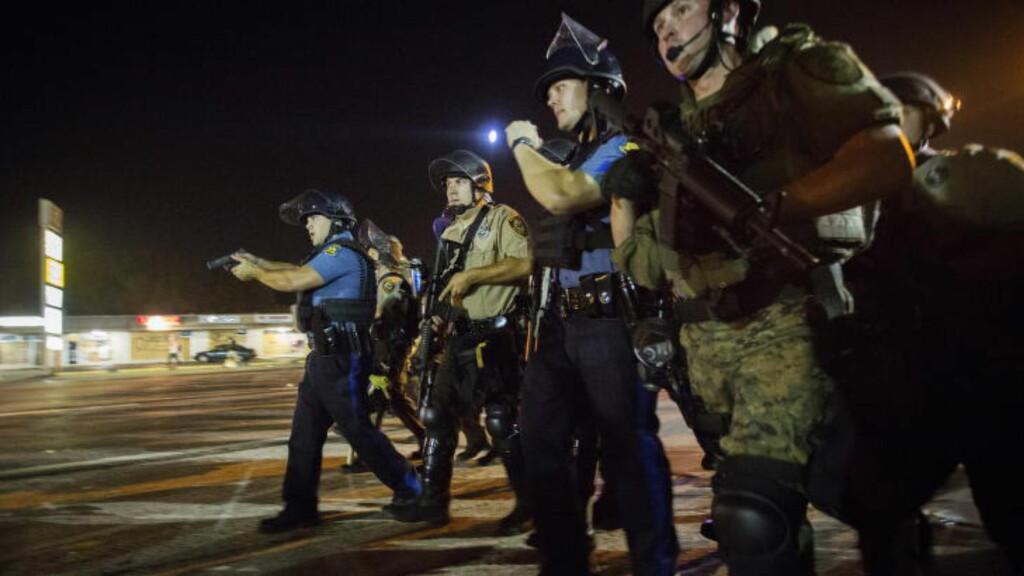 VOLDELIG: Det brøt ut voldelige sammenstøt mellom demonstranter og tungt væpnet politi i Ferguson i Missouri i august. Foto: Ørjan F. Ellingvåg