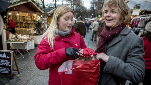 dc642b46 Barna rekker ikke å glede seg over gaven før det er en ny pakke som skal  åpnes