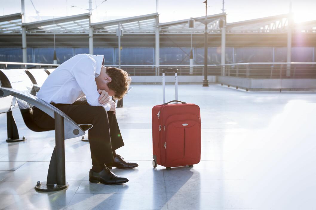 <b>REDD FOR Å FLY?</b> Kunnskap om flyreisen og hva som skjer med flyet underveis, kan hjelpe flyredde å mestre skrekken. Alkohol-konsum er en av tingene som typisk <i>ikke</i> hjelper ... Foto: NICO ELNINO/SHUTTERSTOCK/NTB SCANPIX
