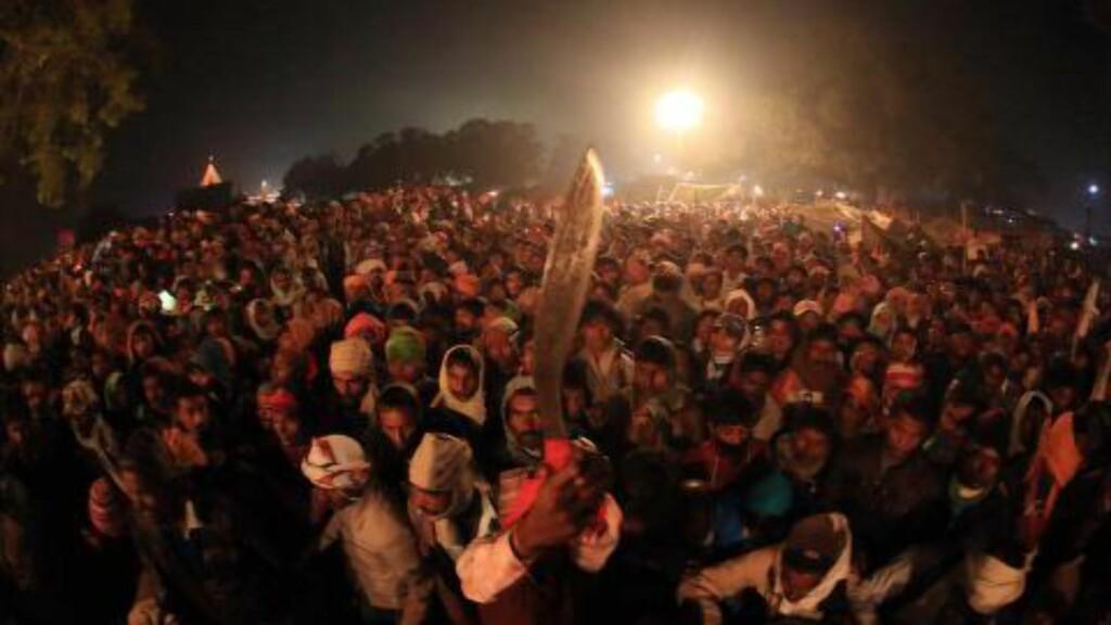 HVERT FEMTE ÅR:  Hindufestivalen varer i en måned, og holdes hvert femte år. Foto: EPA/LAXMI PRASAD NGAKHUSI