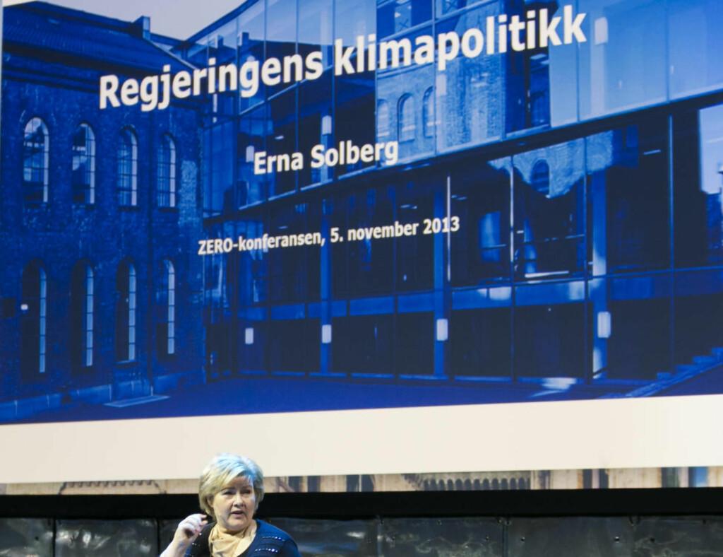 LANGT FRAM: Statsminister Erna Solberg snakket om regjeringens klimapolitikk under Zero-konferansen i fjor. Undersøkelsen til Germanwatch viser at det er langt fram. Foto: Heiko Junge / NTB scanpix