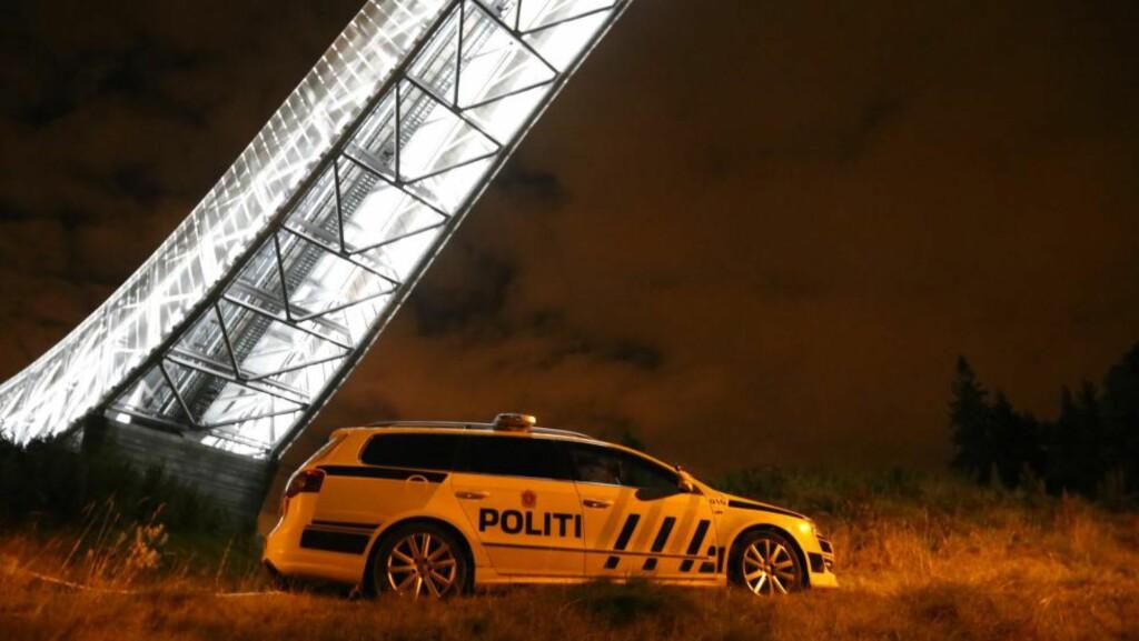 OMKOM: Politiet jobber nå med å innhente opplysninger etter at en person omkom i Holmenkollen søndag kveld. Foto: Tipser.no/Daniel D. Laabak