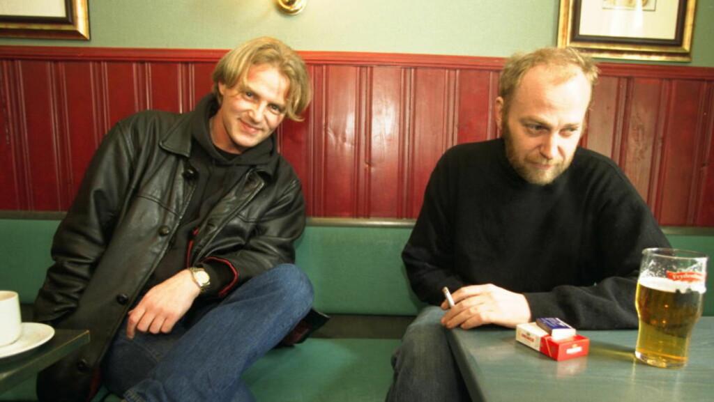 VILLE FYLT 50:  Mandag 8. september ville Joachim «Jokke» Nielsen blitt 50 år. Gatepoeten døde av en overdose heroin 17. oktober 2000. Her er han sammen med Jo Nesbø (til venstre).