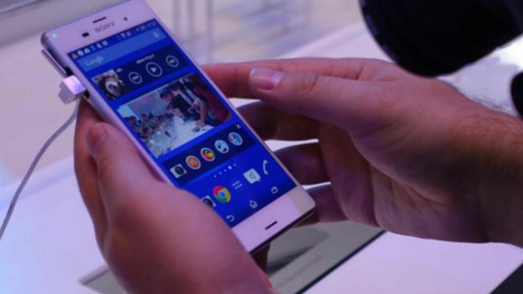 NYTT OG STORT/SMÅTT: Sony viste frem to nye mobiltelefoner og ett nettbrett på IFA onsdag kveld. Foto: KIRSTI ØSTVANG