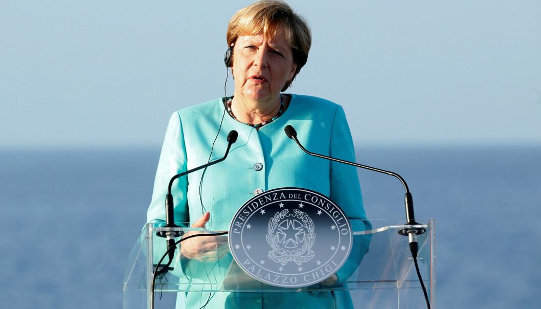 <strong>NYTT UTSPILL:</strong> Angela Merkel ønsker å gjøre avtaler med nordafrikanske land for å demme opp for flyktningsstrømmen, Her under gårsdagens tale på øya Ventonene i Italia. Foto: REUTERS/Remo Casilli