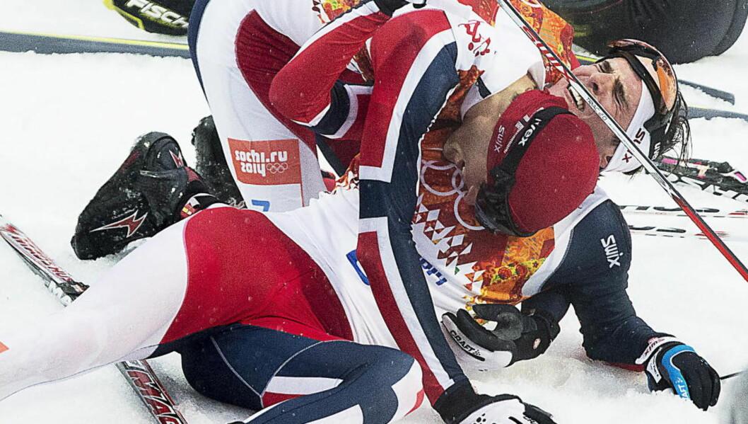 TIRSDAG 18. FEBRUAR 2014:  Jørgen Graabak  (liggende) tar OL-gull i kombinert, mens Magnus Moan går inn til sølv.   Foto: Bjørn Langsem