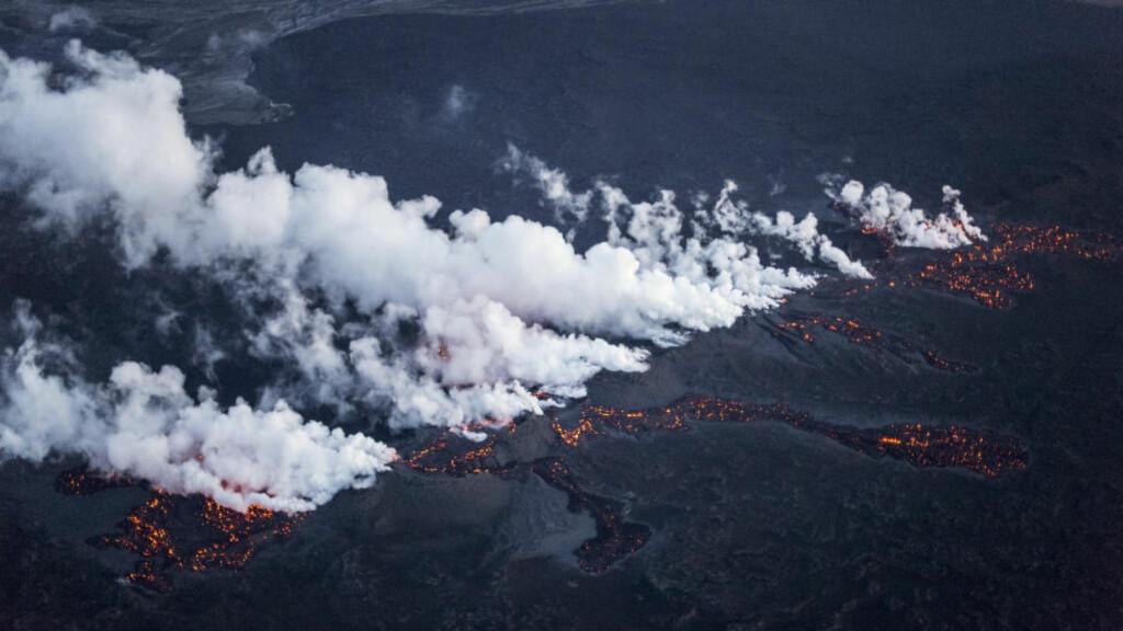 UTBRUDD: Bardarbunga-vulkanen skal ha skapt vond lukt langs norskekysten. Her er et utbrudd den 29. august i år avbildet.  Foto: REUTERS/Marco Nescher/NTB Scanpix