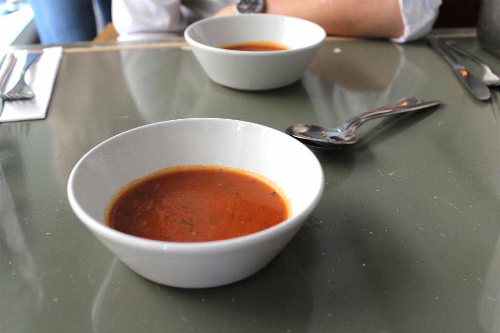 <b>1 MINUTT OG 20 SEKUNDER:</b> Tidsforskjellen på å lage posesuppe og hjemmelaget tomatsuppe trenger ikke å være stor. Foto: BERIT B. NJARGA