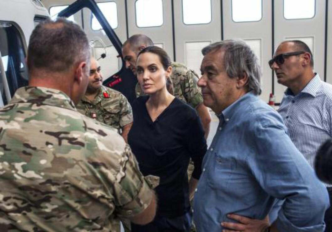 BEKYMRET: FN-spesialutsending Angelina Jolie er bekymret over det enorme antallet flyktninger som forsøker å ta seg over Middelhavet, og setter det i sammenheng med spesielt konflikten i Syria. Her på besøk på Malta i helga. Foto: PETE MULLER / UNHCR / AFP / NTB SCANPIX