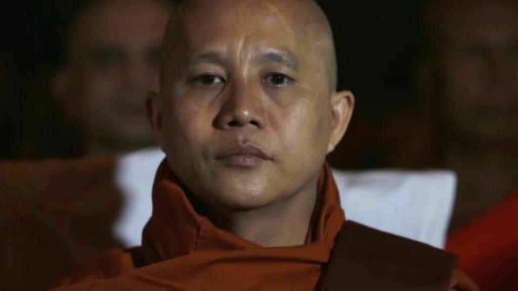 RADIKA: Buddhistmunker Ashin Wirathu, leder av 969-bevegelsen har kalt seg selv den «burmesiske bin Laden» og er svørt islamfiendtlig. Fremmedfrykt og religiøs nasjonalisme har fått større grobunn i Burma etter de demokratiske og økonomiske reformene i landet. Foto: REUTERS/Dinuka Liyanawatte/NTB Scanpix